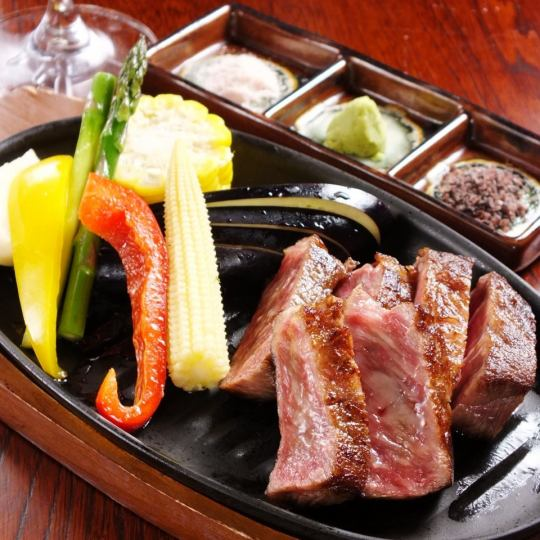"【Specialties of Park!】 Taste the taste of the meat to the fullest ""Charcoal grilling of Omi beef"""