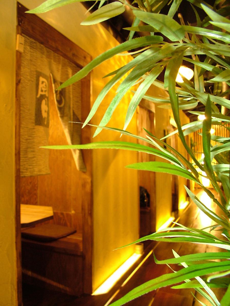 穴倉の様な入口の個室