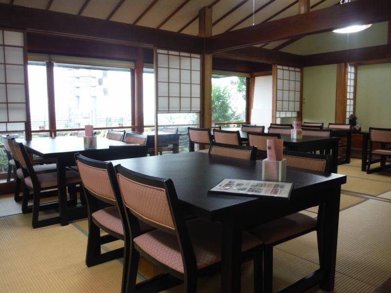 広々とした店内でゆっくりと食事が楽しめます!!ご予約はお早めに!!!