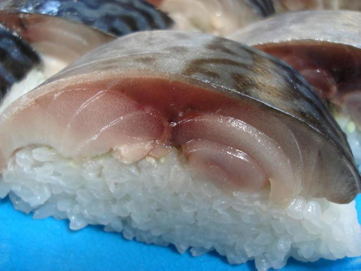 塩と酢で締める従来と異なった製法で作った鯖寿し!一度たべたら忘られない特別な旨さだ!