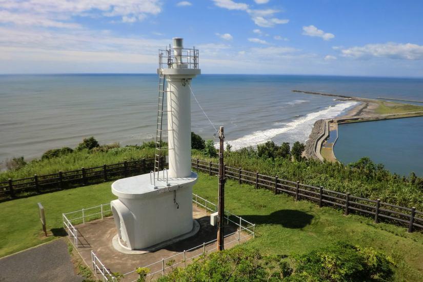"""隣にある飯岡灯台""""ロマンスの聖地に""""にふさわしい魅力的な観光資源として「恋する灯台」に県内初認定された。"""