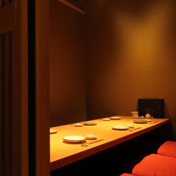We will show you the private room of digging type for 6 people.We have 4 tables, so please feel free to contact us.