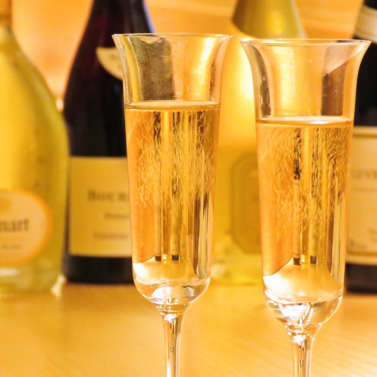スパークリングワインの最高峰、シャンパンもご用意