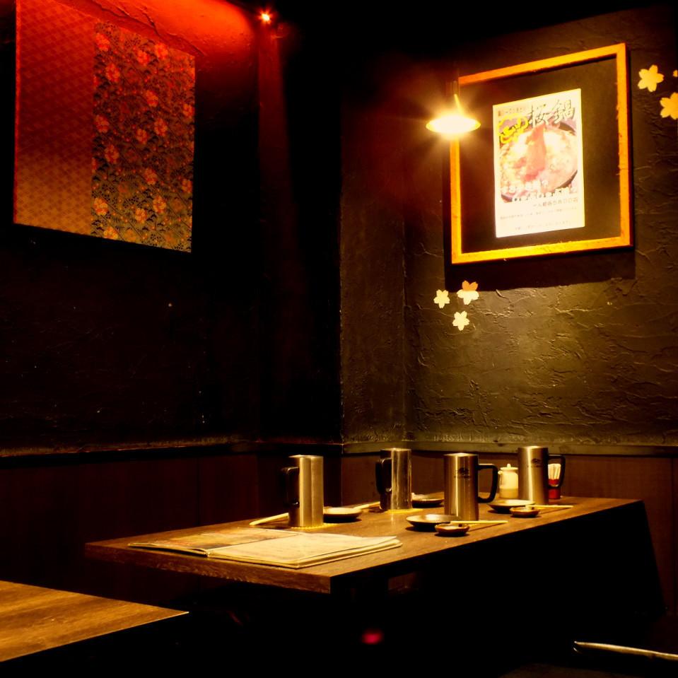 テーブル席は2名様~最大10名様規模まで縦並びでご飲食可能です!