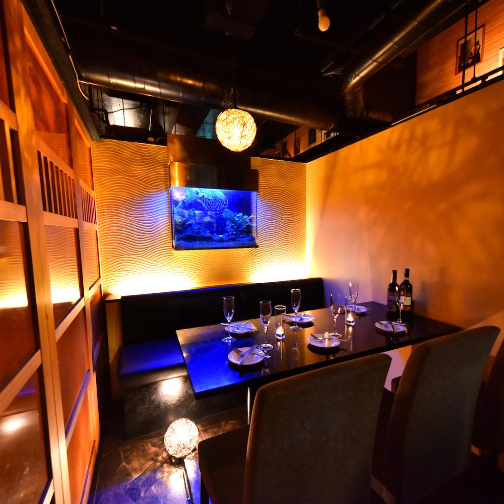 빛이 만들어내는 현대 식당 공간! 좋은 분위기의 별실 공간에서 마음에 남는 시간을 보내주세요 ♪
