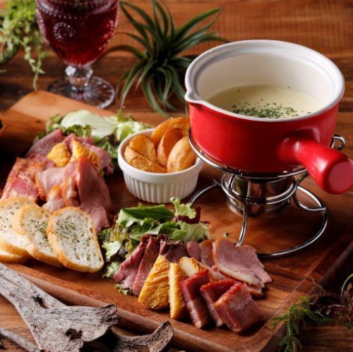 チーズフォンデュ(肉盛り+バケット)