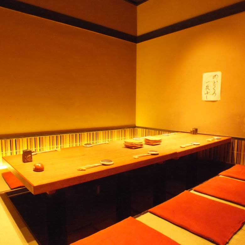 It is a private dining room that you can use up to 8 people.