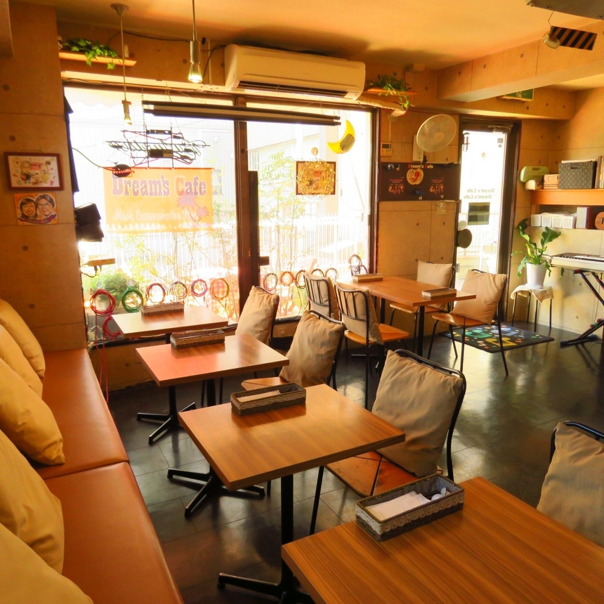 We have seven tables for two persons table.The table seat is movable.It is possible to use it for medium size banquets from small group drinking party by combination.
