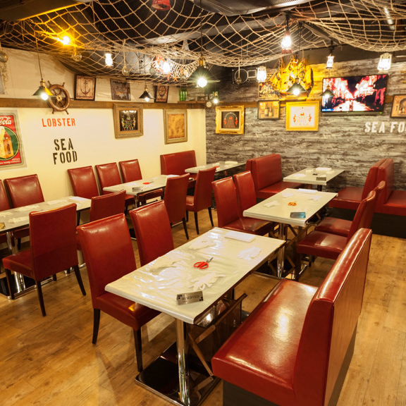 We have many table seats for 4 people / 6 people!