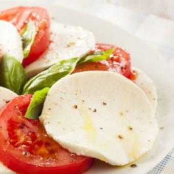 フレッシュモッツァレラとトマトのカプレーゼ