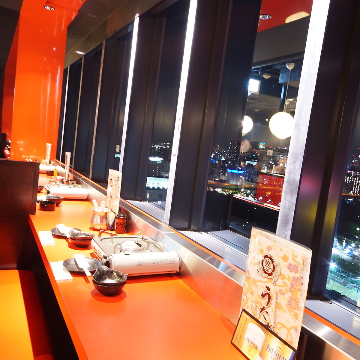There is a paired seat of sparkling night view in front of you!