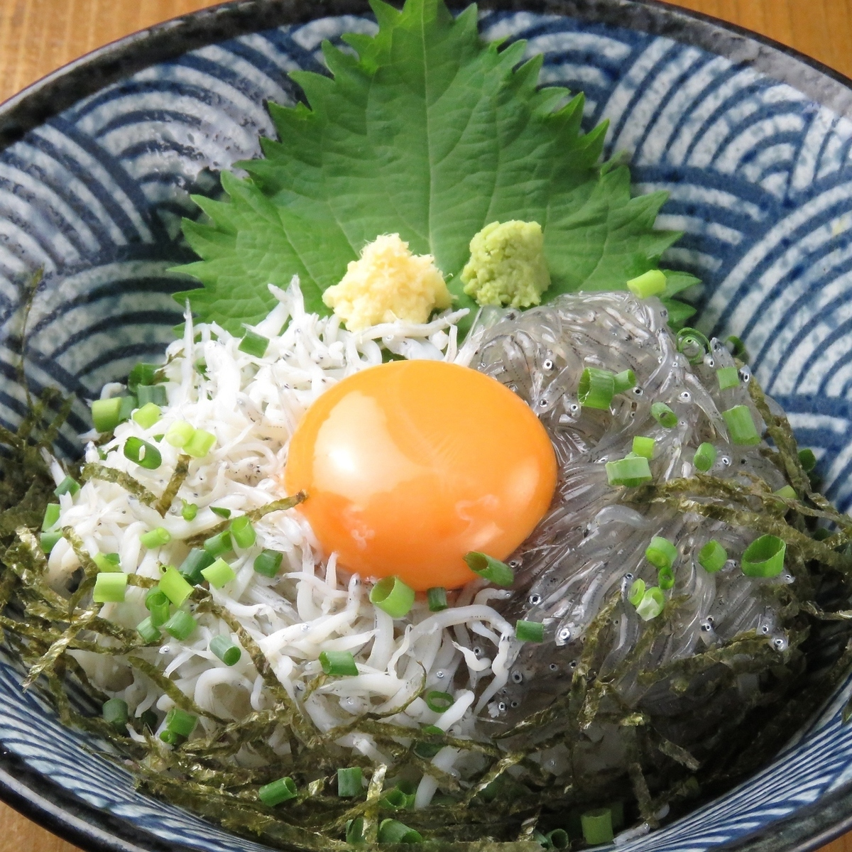 Classic braised rice bowl 【Wild boiled rice bowl with raw fish and deep-fried dishes】