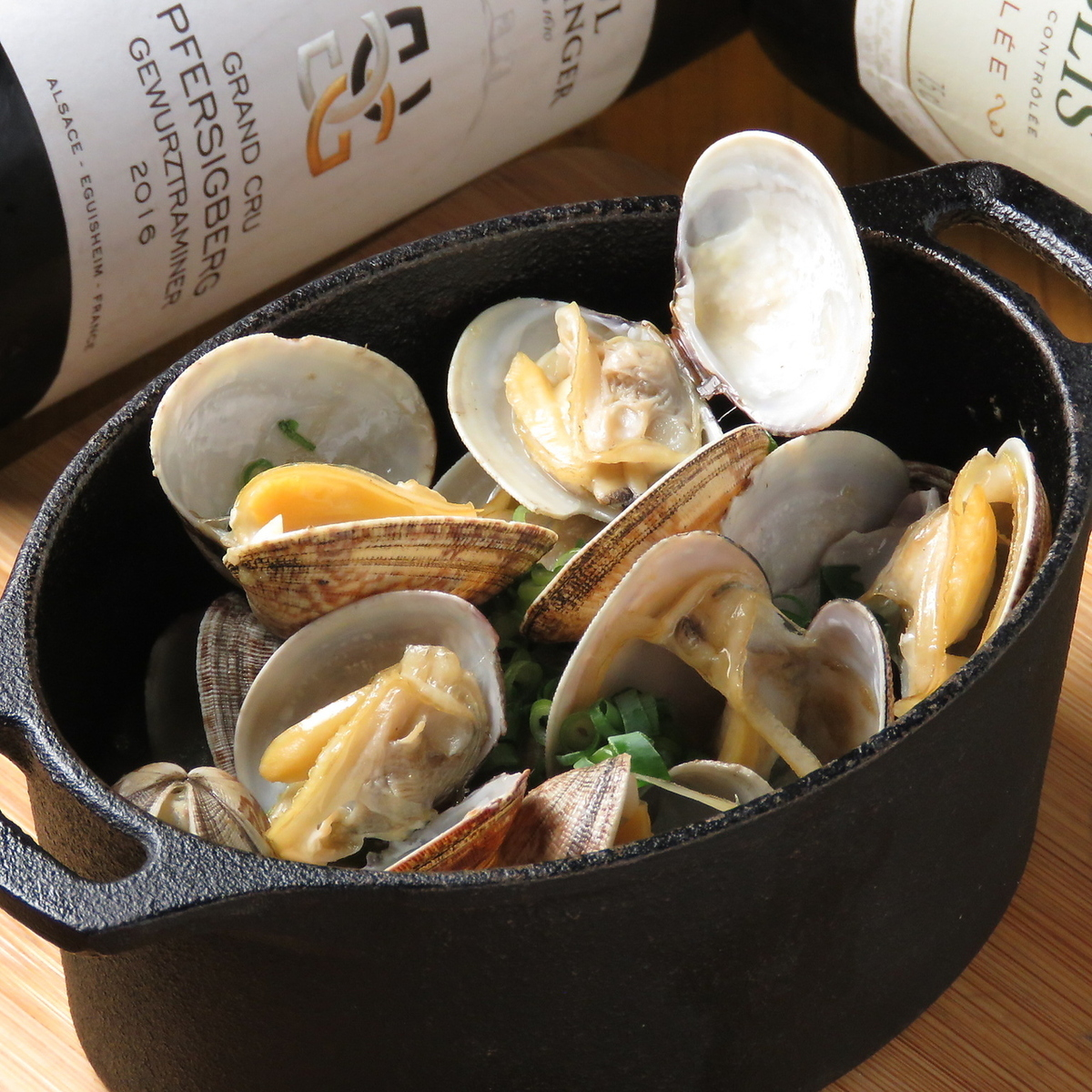 White wine steamed clams