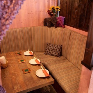 Completion private room with private room OK for 3 people ♪ It is a sofa seat