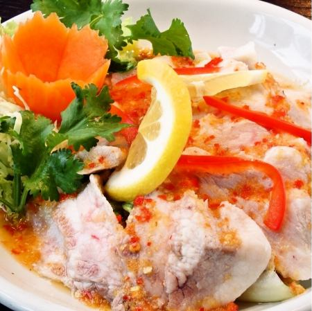 ム-・マナ-オ(豚肉のレモン風味サラダ)