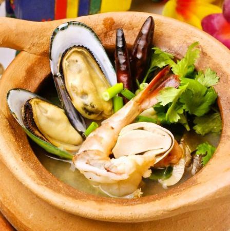 Tom Yum · Ruam · Nam · Sai (Seafood's Tom Yum Soup · Clear type)