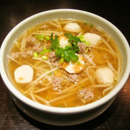 クッティオ・ナーム(タイ風汁そば/クリアスープ)