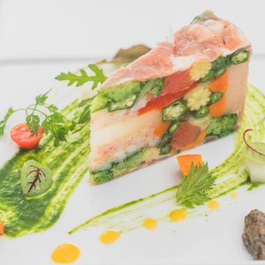 【スペシャリテ】「彩り野菜のケーキ仕立て」