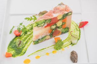 午餐【菜单C课程】〜当然你可以选择你最喜欢的开胃菜·主菜·甜点〜<5项全部>