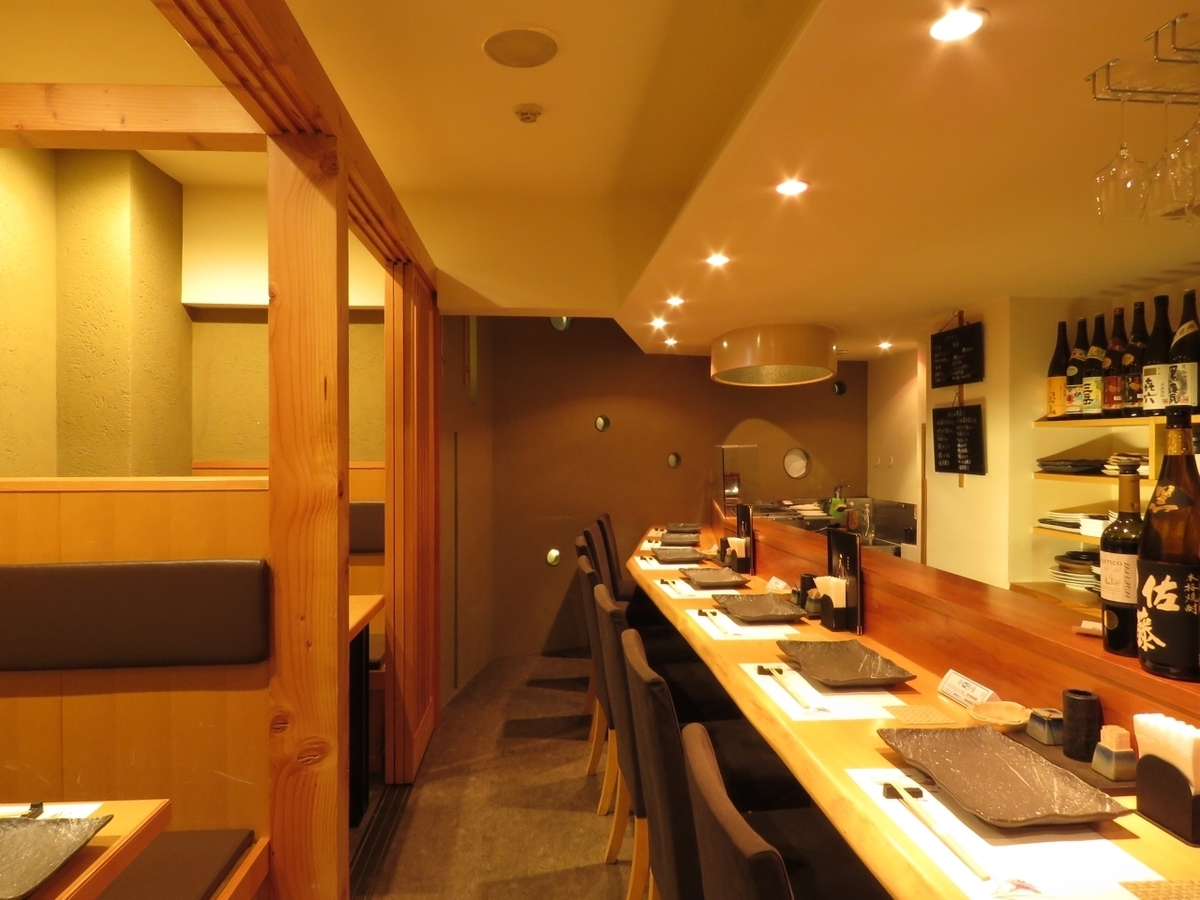 【Counter Seats】 Counter seats that encourage conversation with shopkeepers Seats that can be friends with each other for the first time customers.Seats total 23 seats! Up to 12 banquets up to OK! We will guide you according to the number of guests / scenes! Please do not hesitate to contact us, such as seat details, number of people, budget, etc. ※ Photos are examples is