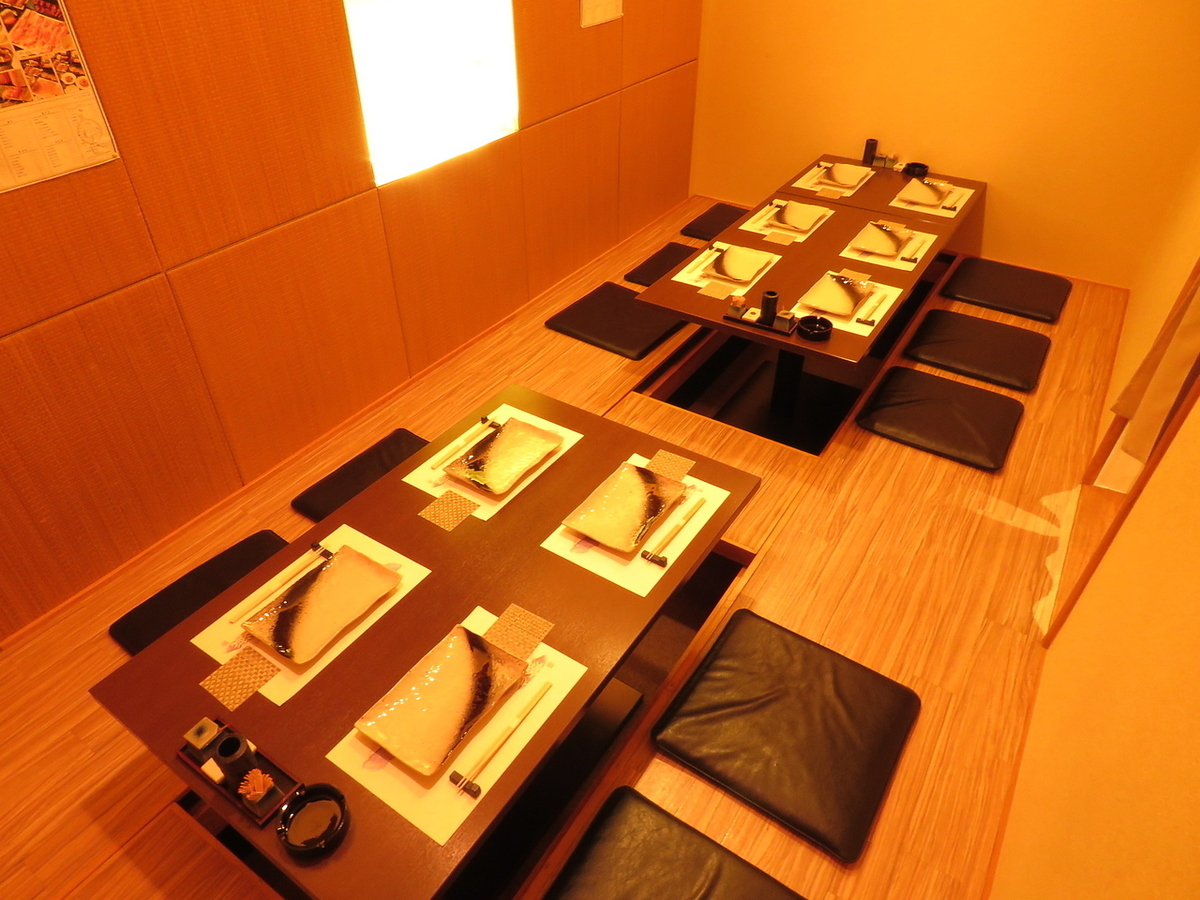【Osamu Azuchi】 It is spacious and you can relax comfortably ♪ It is the perfect room for medium size banquet ◎ The total number of seats is 23 seats! Up to 12 banquets up to 12 people OK! Depending on the number of guests / scenes We will inform you! Please feel free to inquire us for details such as seat details, number of people, budget! ※ Photos are an example