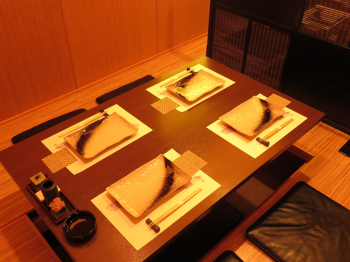 【Osamu Azuchi】宽敞,可以放松舒适♪这是中型宴会的完美空间◎座位总数为23个座位!12个宴会最多可容纳12人OK!视客人/场景数量而定我们会通知您!请随时咨询我们的详细信息,如座位详情,人数,预算!※照片就是一个例子