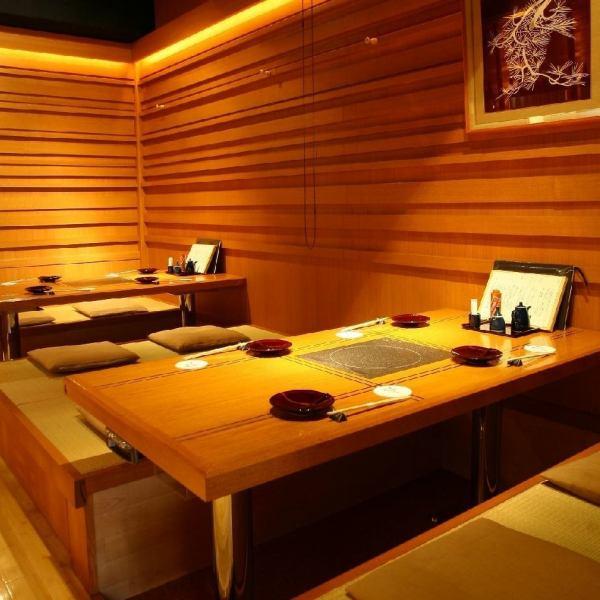 【파 끊는 같은 세련된 테이블 석 다수】 테이블 석에서 부담없이 들어갈 수있는 반면, 앉을 곳은 다다미는 쾌적한 공간.느긋하게 휴식을 취하실 수 있습니다.