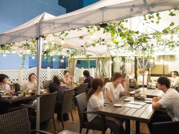 屋上ガーデン 開催中♪!! 生ビールやシャンパンが開放的に楽しめる季節です!!