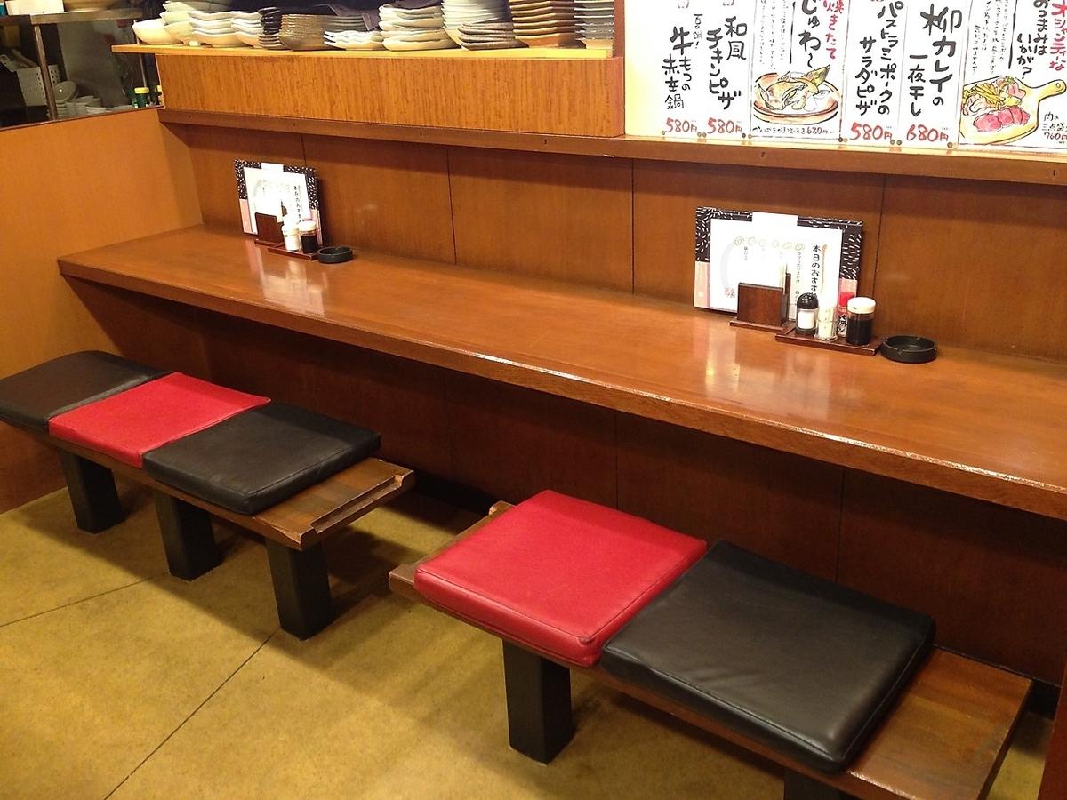 2名席・3名席のカウンター席