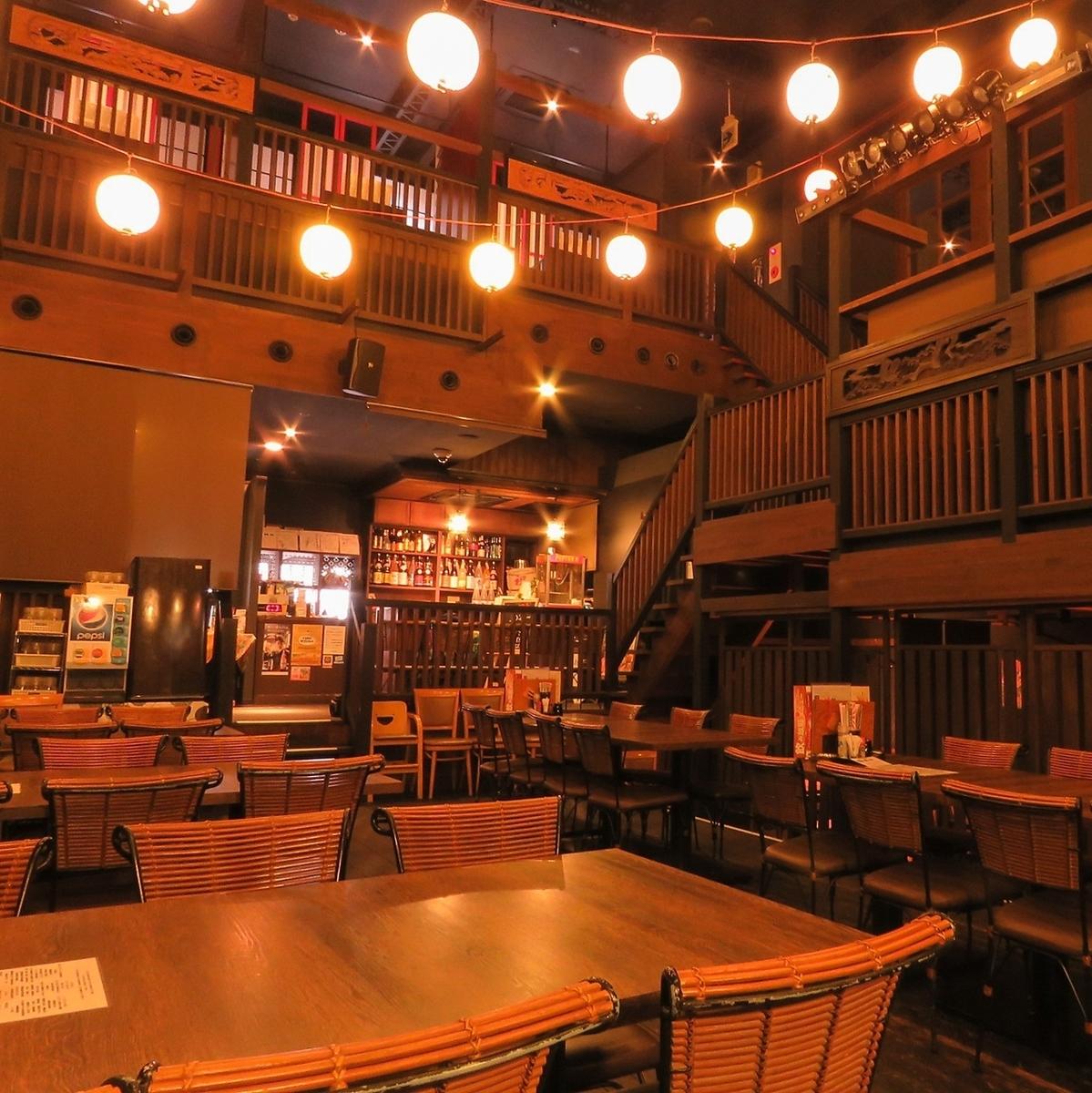 【空間彷彿是一個劇院......】柱廊1層和2層最多可容納150人的私人包租。所有參與者都可以在二樓的一樓享受活動和娛樂。推薦用於螞蟻宣布的大量人群和爆發!建議盡快查詢1/2樓座位★
