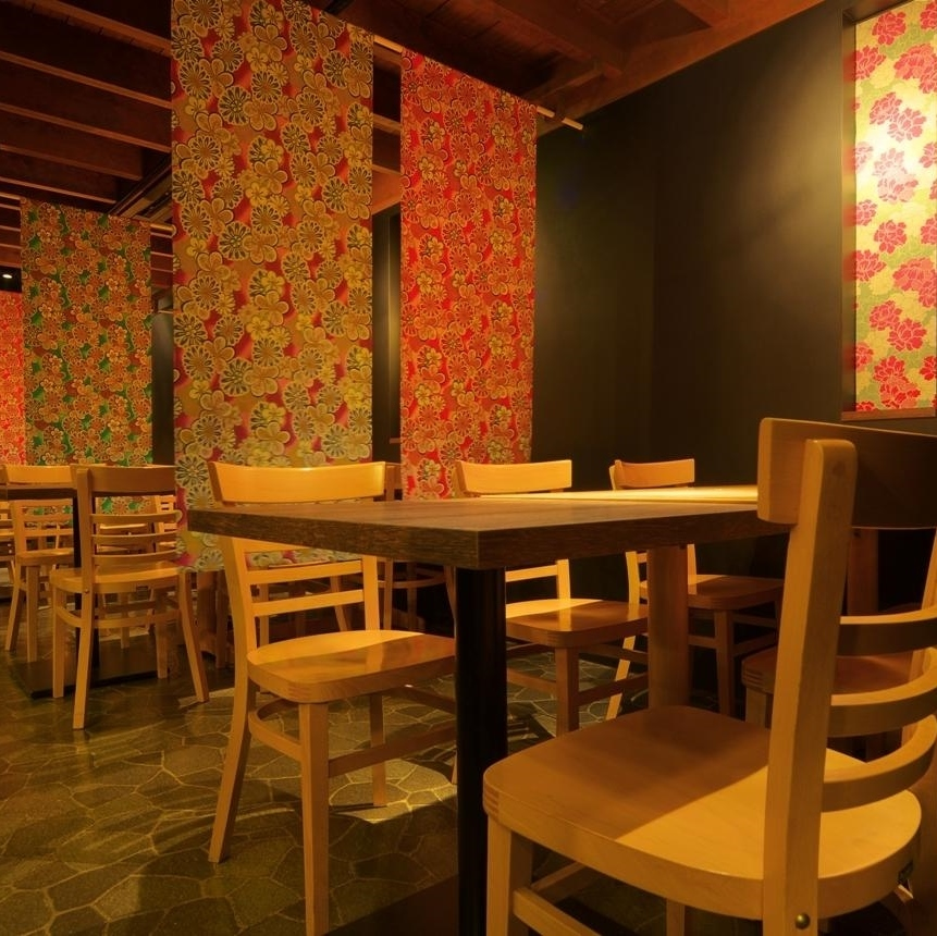 【First floor floor】 Comfortable without removing the shoes ♪ Leggable table seat: 6 people × 4.Because it is OK with shoes on, it is a popular seating for girls' associations and compa - bles.