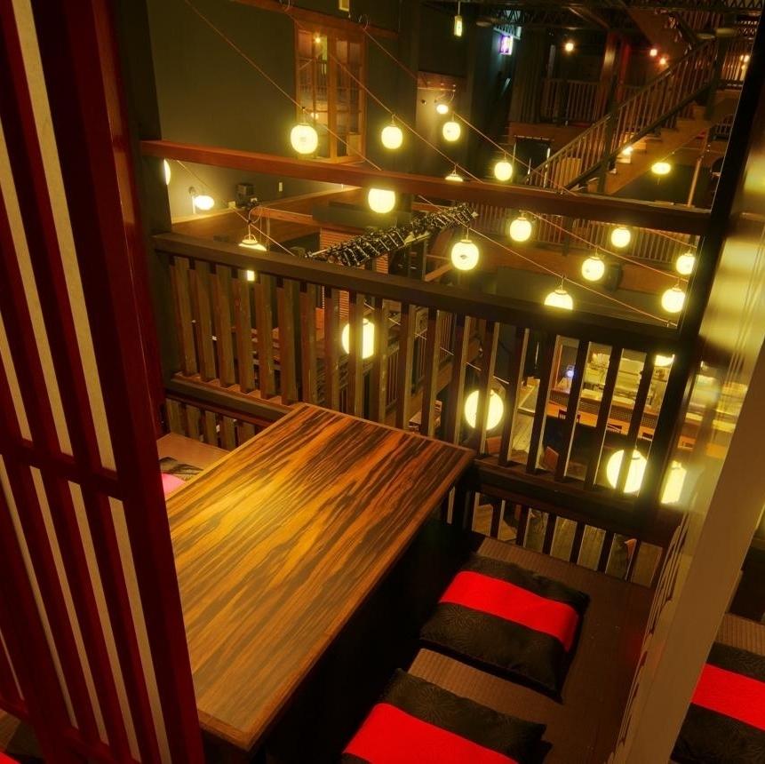 【2樓樓層】俯瞰樓下,氣氛◎另外,房間有半個房間:4人×3個房間。