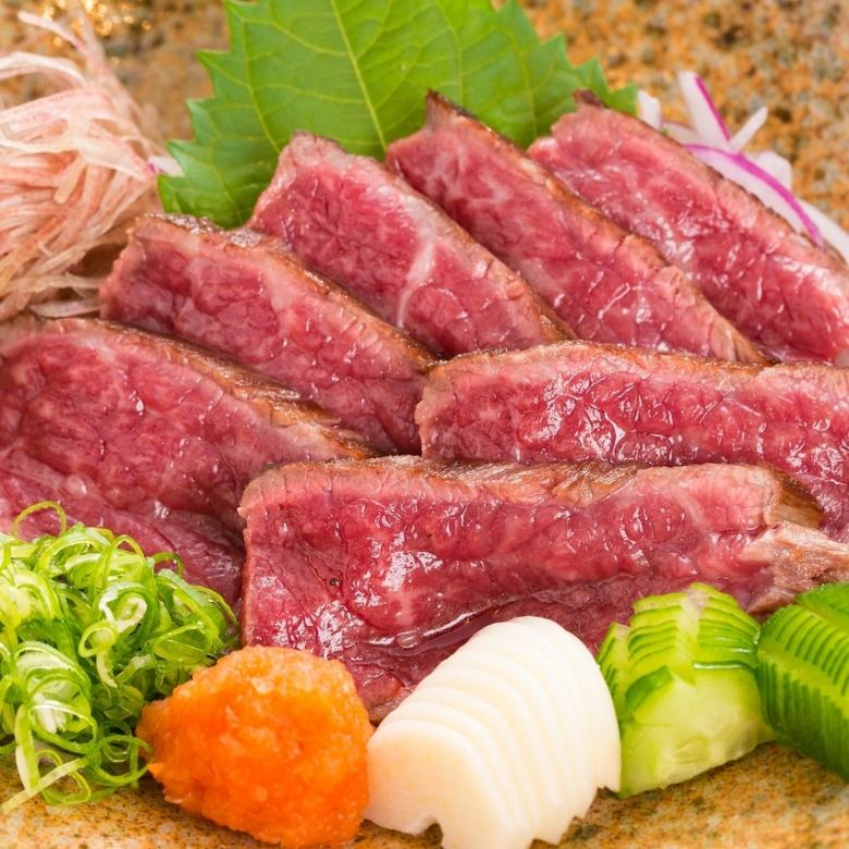 藁焼きレアステーキ特製ポン酢仕立て/藁焼き塩ステーキ ワサビ菜を添えて