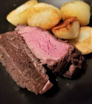 オーストラリア牛ランプ肉のロースト ジャガイモのソテー添え