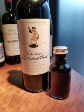 グラスワインを量り売りでテイクアウトできます。