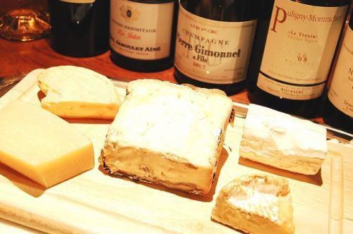ヨーロッパから届いたチーズの5種類盛り合わせ