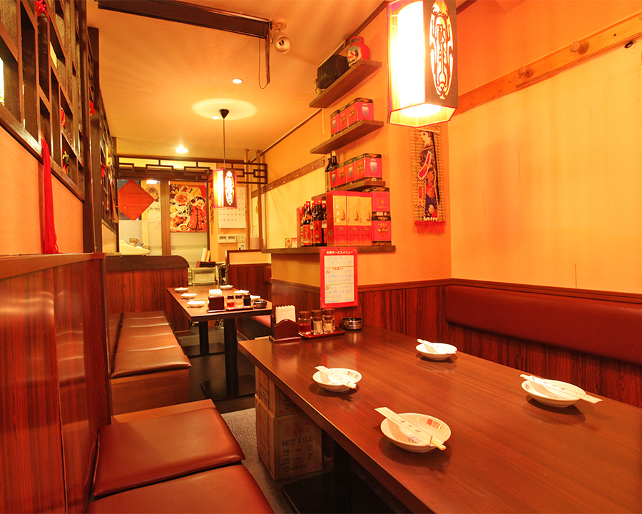 A semi-private room that can be used for up to 20 people is perfect for banquets and social gatherings on the way back from the company! It is firmly separated by walls, and you can feel the bustle of your life alone while feeling the lively atmosphere inside the store You can have fun.It is also a seat for casual and lively banquets, with lowering the seats between the seats, for 6 people / 8 people / 14 people OK!