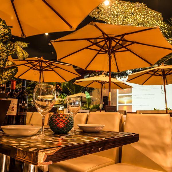 这样的餐馆像东南亚的度假胜地。卓越的空间开阔感具有高的中庭天花板上,在党和包机成人数也可如婚礼的第二次会议。