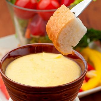 的格鲁耶尔奶酪和艾门塔尔丰富的奶酪火锅