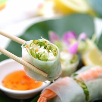 越南式虾和鳄梨的生春卷