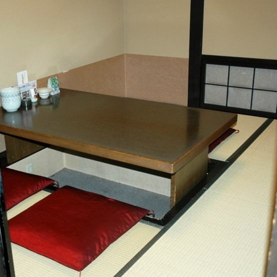Numerous dining seats and private rooms are also popular with families as well as private.