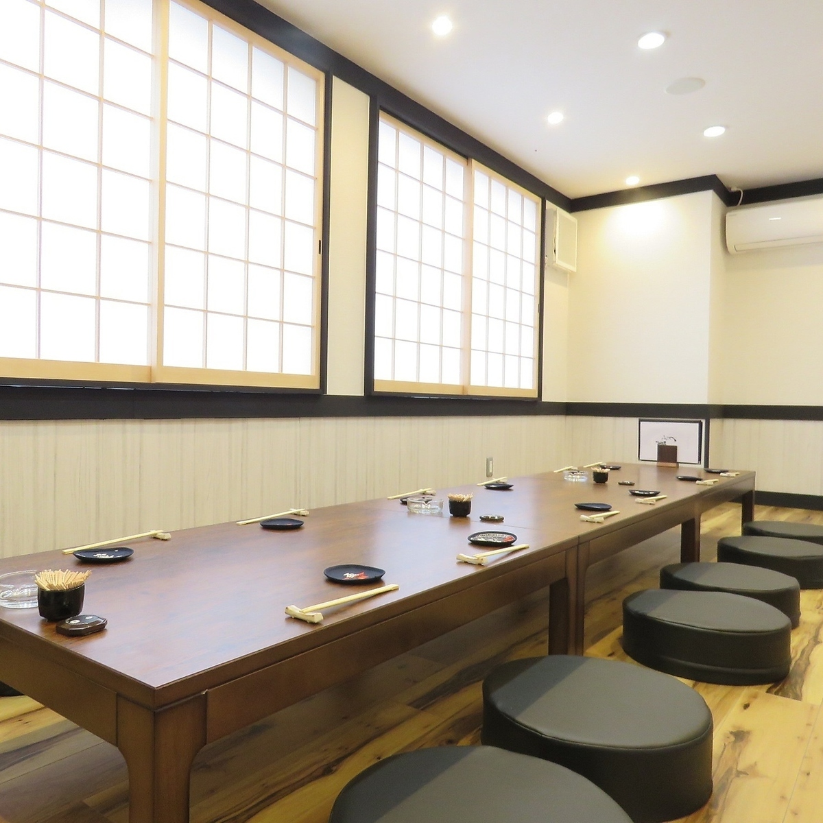 【2F】 Up to 12 people OK! Add a divider, up to 4 tables per table.
