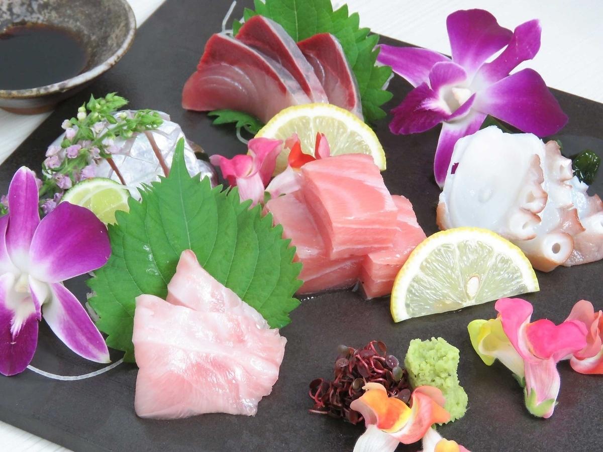 各種各樣的生魚片拼盤5種