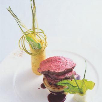 シャンパンも選べる2ドリンク付!前菜3種、お魚&お肉料理など世界の食材を使用したコース