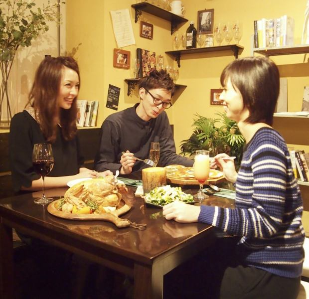 "[We will produce a warm and relaxing space] store like being in a big tree.It is warmth full of space was a wooden tones.It is open every day with the aim of women customers, ""the shop to be liked by women,"" said 80% of the current.Vegetables, please fun vitamin charge delicious Italian with a focus on ♪"