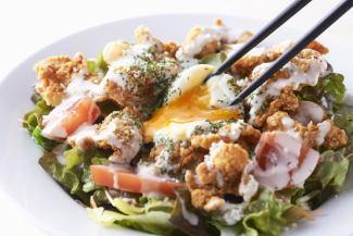 鶏皮カリカリシーザーサラダ