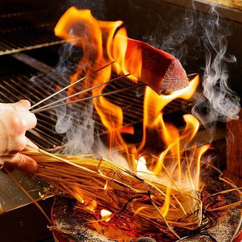 新鮮な魚や肉をわらで豪快に焼き上げ!!