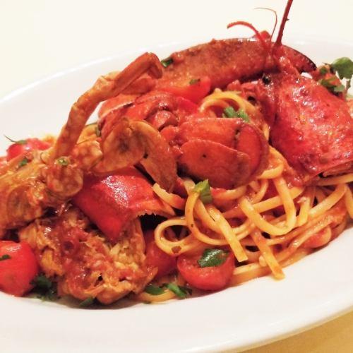 渡り蟹とオマール海老の濃厚なトマトソース、リングイネ