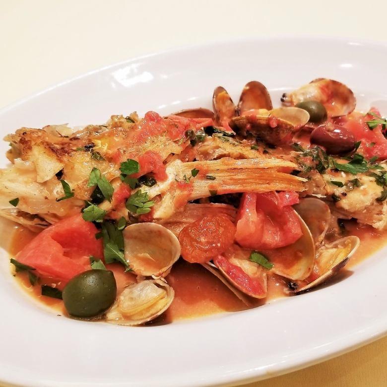 グァゼット 鮮魚とフレッシュトマト、アンチョビ、オリーブの煮込み