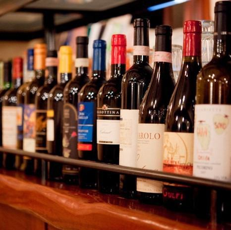 ワインはイタリア産のみを約60種類ラインナップ!